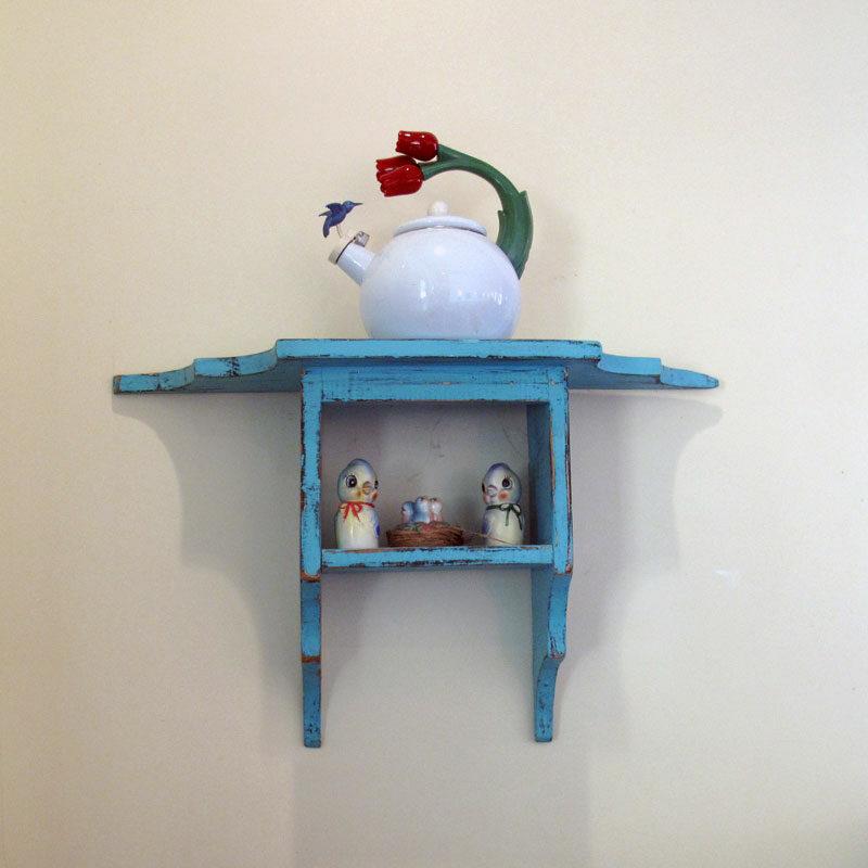 bird-on-shelf